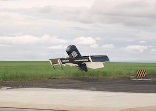Amazon ha un nuovo drone che si trasforma in volo per consegne più veloci