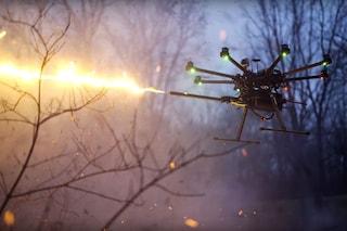 Il primo lanciafiamme per droni entra in commercio