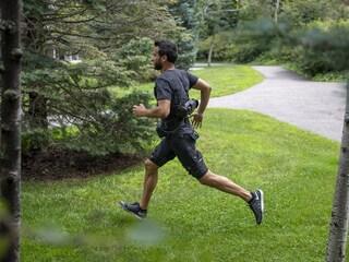Dei ricercatori hanno creato dei pantaloncini bionici per faticare meno