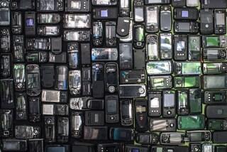 Tenere il vecchio smartphone salva al pianeta milioni di tonnellate di emissioni