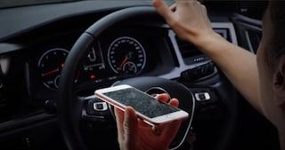 Smartphone alla guida, arriva la videocamera che incastra i trasgressori dall'alto