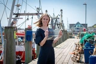 Una 23enne ha inventato una rivoluzionaria plastica bio: è fatta con gli scarti del pesce