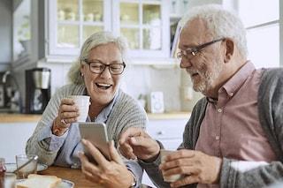 9 italiani su 10 hanno uno smartphone: cresce l'uso tra gli over 60