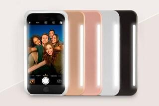 Questa custodia per iPhone incorpora dei LED per illuminare foto e selfie