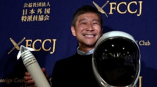 Il miliardario giapponese Yusaku Maezawa cerca una fidanzata per portarla sulla Luna