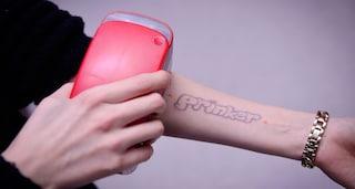 Questa stampante portatile ti può tatuare in 3 secondi