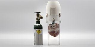 Questo dispositivo tiene in vita i cuori da trapiantare per ore: potrebbe salvare migliaia di vite