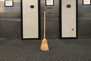 """Con la Broomstick Challenge """"oggi le scope stanno in piedi da sole"""", ma la NASA frena: """"Non è vero"""""""