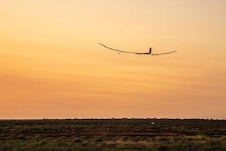 È decollato l'aereo a energia solare che può volare per un anno