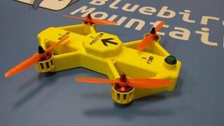 Questo drone individua automaticamente gli sciatori intrappolati da una valanga