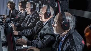"""Anche gli anziani giocano ai videogiochi: """"Così ci dimentichiamo delle nostre malattie"""""""