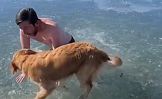 Questo influencer ha rischiato di annegare per un video su TikTok