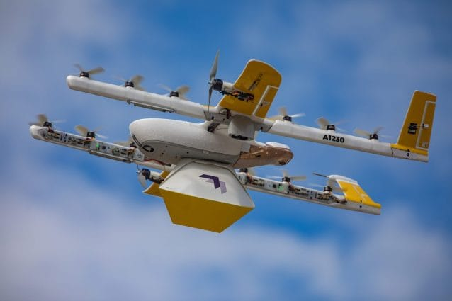 Questi droni consegnano libri bambini quarantena