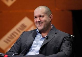 L'ex designer superstar di Apple Jony Ive lavorerà per Airbnb