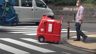 Questo postino robot consegna lettere e pacchi al posto degli umani per combattere Covid-19