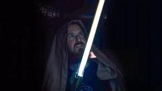 Questo youtuber ha creato una spada laser funzionante che taglia il metallo