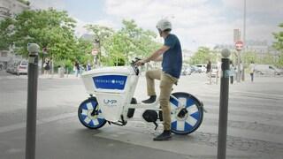 Questa ambulanza è una bici elettrica che arriva prima dai pazienti facendo slalom nel traffico