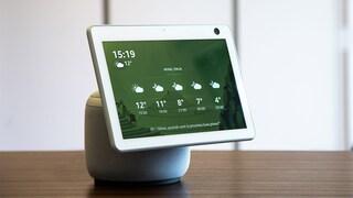 Amazon Echo Show 10 arriva in Italia con schermo e webcam che ruotano per seguirti