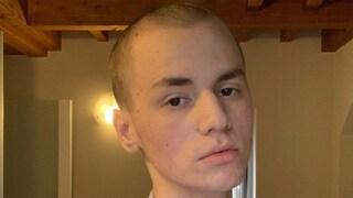 È morto Riccardo Coman, il tiktoker 17enne che raccontava il suo cancro sui social