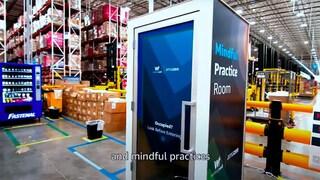 """Nei magazzini Amazon ci sarà un """"armadietto della disperazione"""" per i dipendenti stressati"""