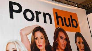 """""""Su Pornhub i video dei nostri stupri"""": 34 donne denunciano il colosso del porno"""