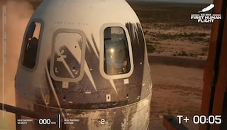 Jeff Bezos è andato nello spazio: cosa è successo durante il volo
