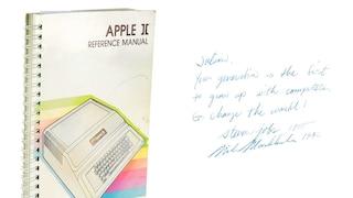 787mila dollari per il manuale del computer Apple II: l'ha firmato Steve Jobs
