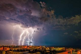 A Dubai si sperimentano droni che scaricano elettricità nelle nuvole per far piovere