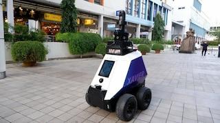 Questo robot poliziotto può multare chi fuma e parcheggia sui marciapiedi