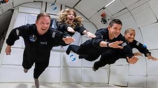 SpaceX ha lanciato 4 turisti civili in orbita intorno alla Terra: ci resteranno per 3 giorni