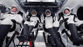 Ora tutti vogliono fare i turisti nello spazio: record di richieste, anche se costa milioni