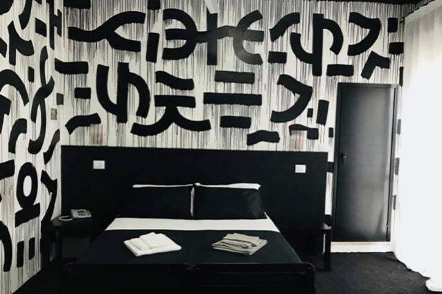 In questo hotel puoi pagare solo 1 euro a notte, ma ti filmano 24 ore su 24