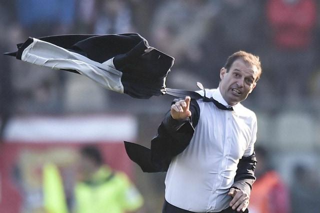 Allegri infuriato dopo un errore della difesa in Carpi–Juventus