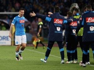 Marek Hamsik festeggia il gol al Frosinone: rete numero 81 in Serie A con la maglia azzurra