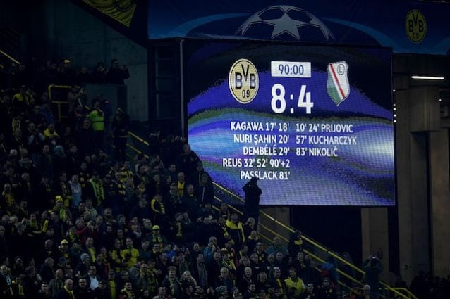 Il tabellone elettronico dello stadio del Borussia mostra il risultato da record del match