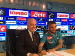 La firma di Insigne. Fonte: Twitter Napoli