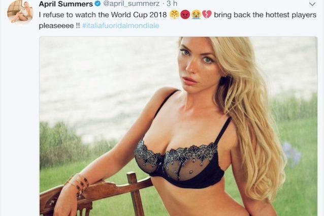 La bella April Summers delusa per l'eliminazione dell'Italia ai playoff mondiali (foto Twitter @april_summerz)
