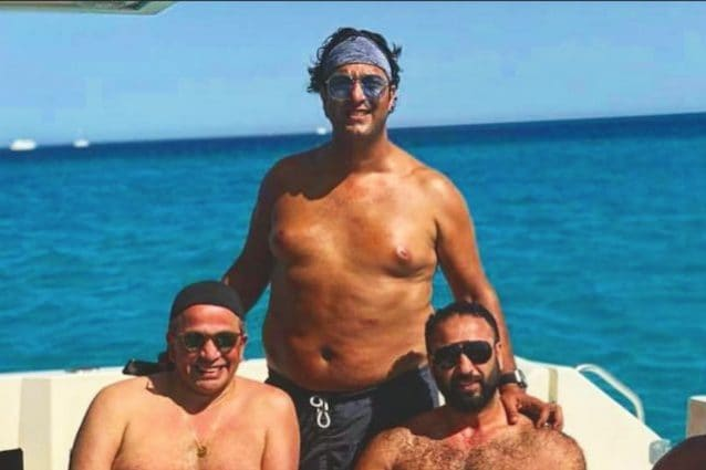 Mido con diversi chili di troppi in vacanza (foto https://www.instagram.com/ahmedhossammido/)