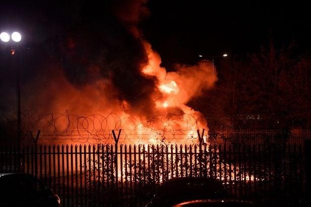L'incendio creato dall'incidente dell'elicottero del presidente del Leicester.
