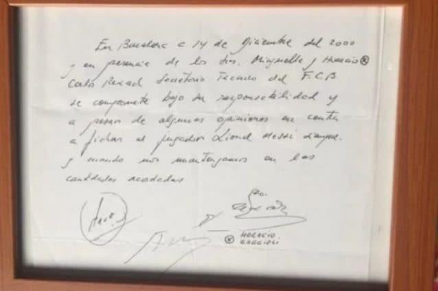 La foto del primo contratto di Messi pubblicata dal quotidiano Marca (immagine di infobae.com)