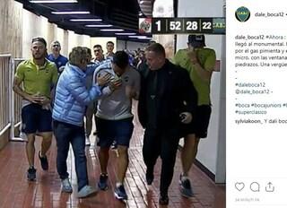 Finale Copa Libertadores: sassi e spray al peperoncino contro i giocatori del Boca