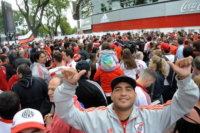 Libertadores, River e Boca sbarcati a Madrid. Tevez: