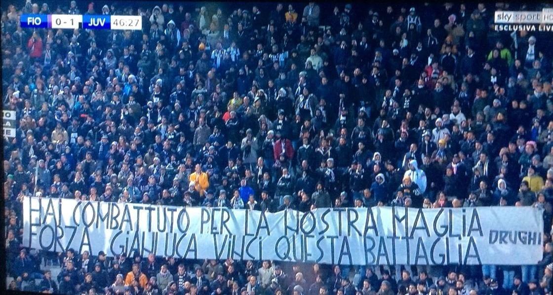 Uno striscione d'incoraggiamento dei tifosi della Juventus a Vialli.