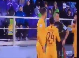 Proteste o sputo all'arbitro? cosa rischia Dzeko dopo l'espulsione contro la Fiorentina