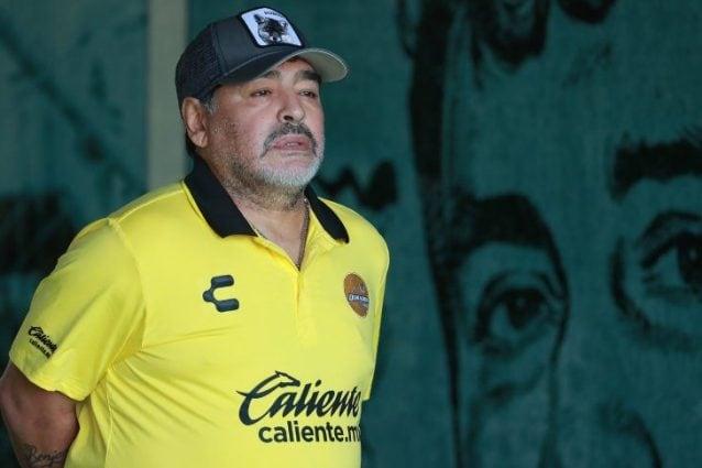 Maradona ricoverato d'urgenza, emorragia interna per il Pibe de Oro