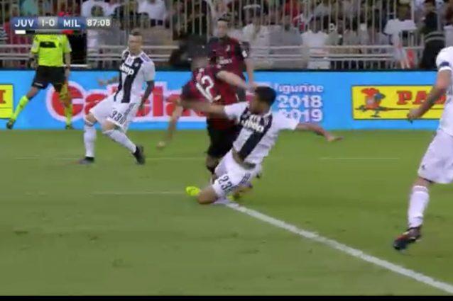 Supercoppa Juventus-Milan, l'arbitro non concede un rigore enorme ai rossoneri