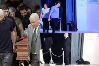 La foto della cagnolina Nala: attende Emiliano Sala accucciata sull'uscio della chiesa