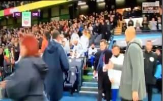 Sarri non stringe la mano a Guardiola dopo la sconfitta del Chelsea col City