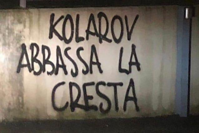 Apparse nella notte scritte contro Kolarov: