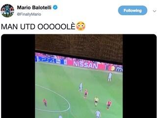 Mario Balotelli sfotte il Manchester United dopo il ko contro il Psg